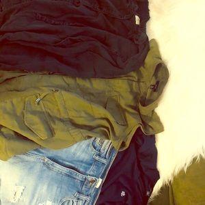 🎉🎉BUNDLE SALE 🎉🎉3 tops 1 👖 shorts